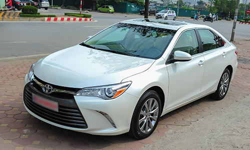 Toyota-Camry-XLE-2016-15