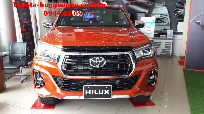 TOYOTA HILUX 2018 2.8G AT CAM ANH KIM