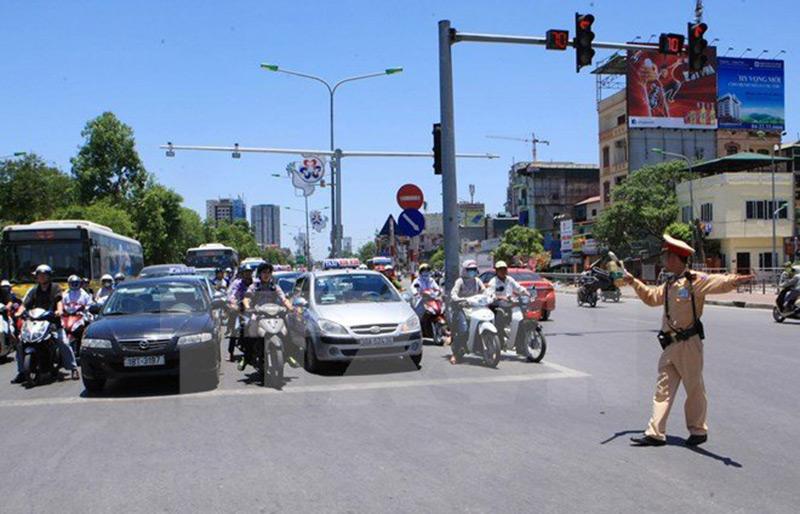 Lái xe ô tô trong thành phố vào giờ cao điểm cần lưu ý gì