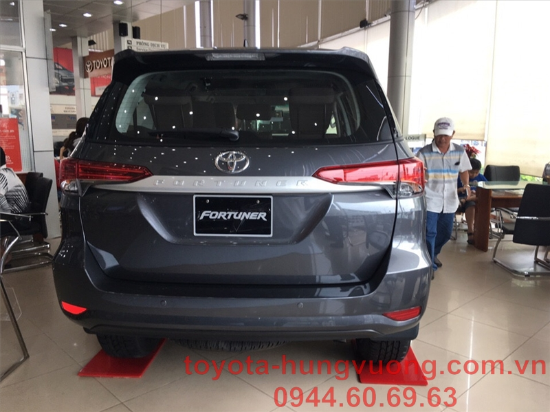fortuner 2019 2.4g mt xám